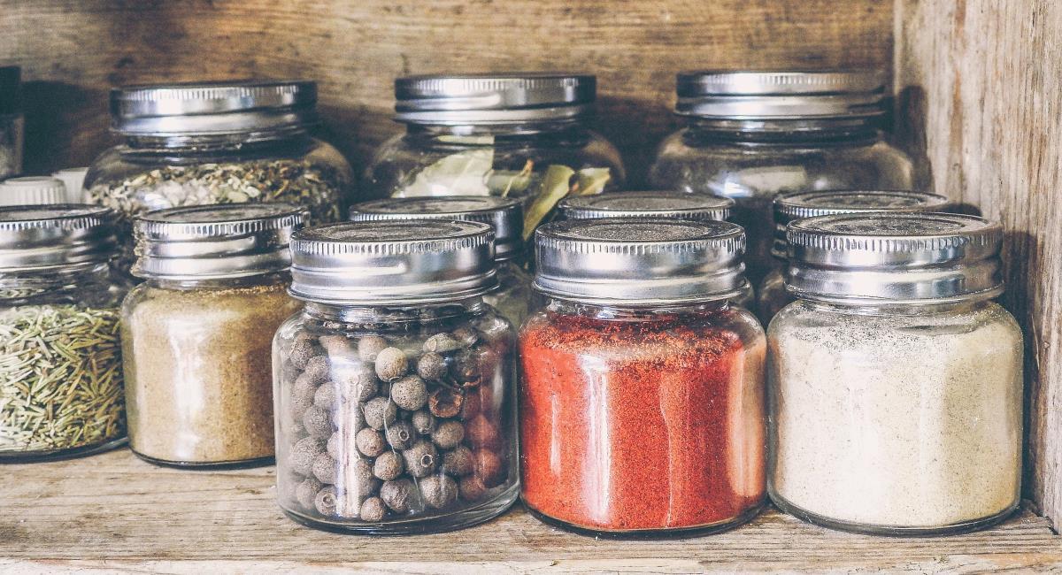 Μπαχαρικά και βότανα στην κουζίνα σας!