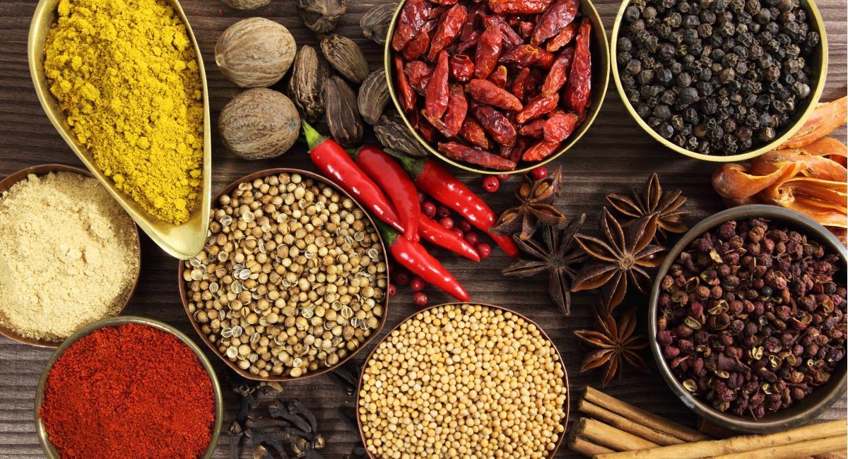 Τα 10 μπαχαρικά και βότανα που βοηθούν στην απώλεια βάρους.