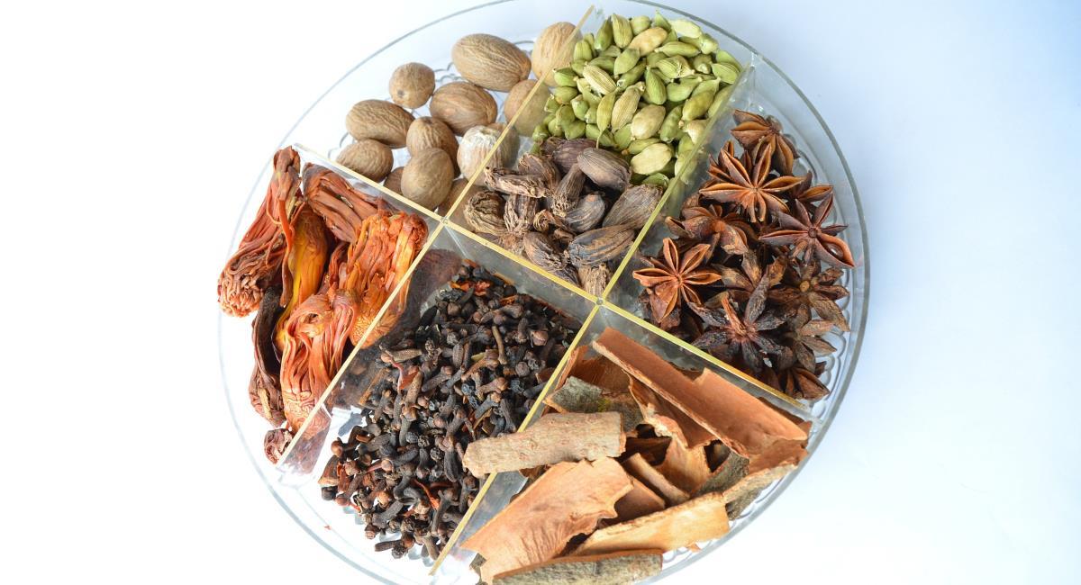 Μπαχαρικά στην Ινδική κουζίνα